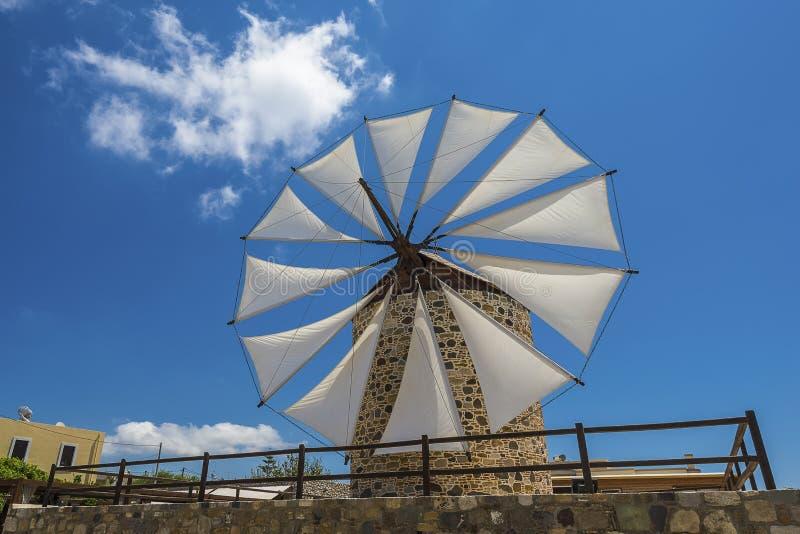 Ανεμόμυλος στο νησί Ελλάδα Kos στοκ φωτογραφία
