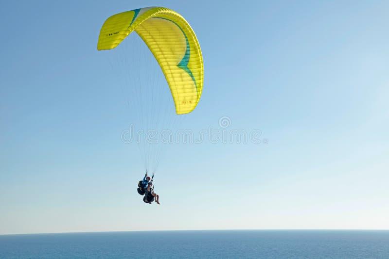 Ανεμόπτερο στην ακτή Μεσογείων, παραλία Netanya, Ισραήλ στοκ εικόνα