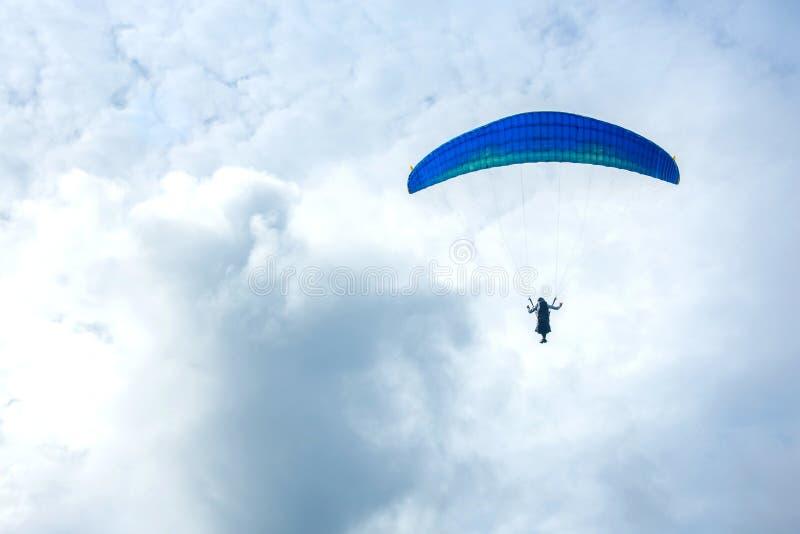 Ανεμόπτερο στον ουρανό στοκ φωτογραφία με δικαίωμα ελεύθερης χρήσης
