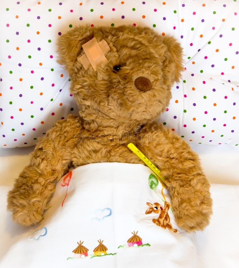 Ανεπαρκής teddy αντέχει στοκ φωτογραφία