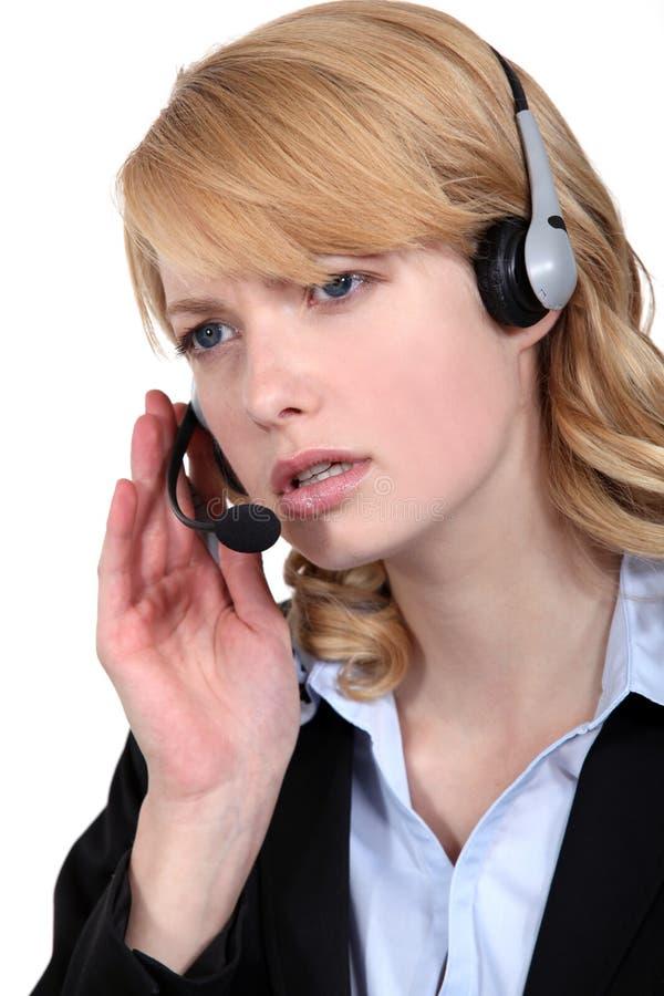 Ανησυχημένος εργαζόμενος τηλεφωνικών κέντρων στοκ εικόνες