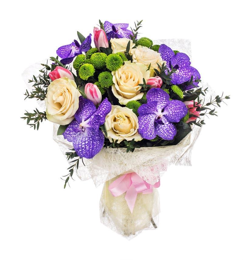 Ανθοδέσμη με τα τριαντάφυλλα, τις τουλίπες και τις ορχιδέες στοκ φωτογραφία