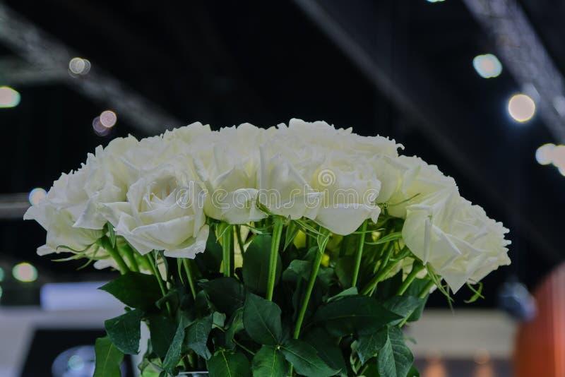 Ανθοδέσμη του Λευκού Ρόδου Κλείσιμο της γαμήλιας ανθοδέσμης του Λευκού Ρόδου στοκ εικόνες