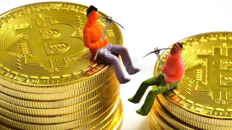 Ανθρακωρύχοι Bitcoin σε ένα bitcoin στοκ φωτογραφίες