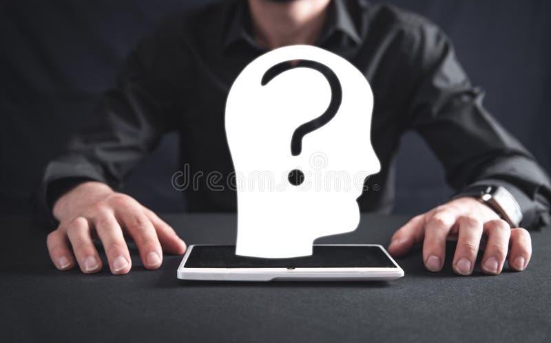 Ανθρώπινο κεφάλι με το ερωτηματικό έννοια της ψυχολογίας Σκέψη ελεύθερη απεικόνιση δικαιώματος