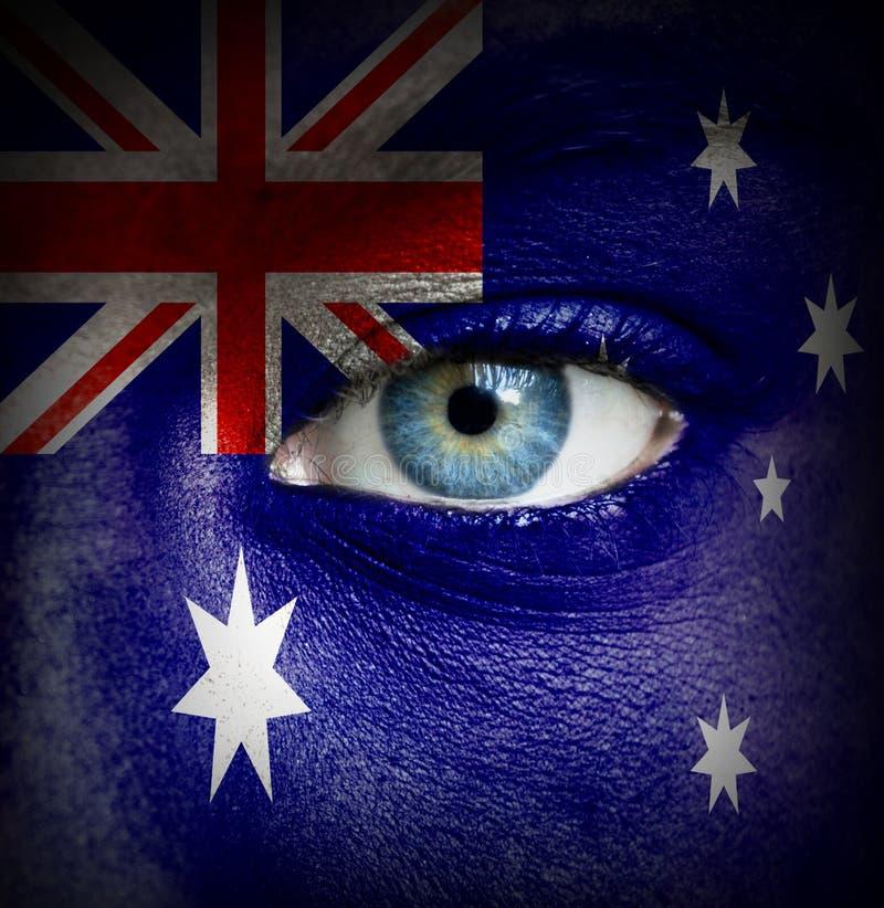 Ανθρώπινο πρόσωπο που χρωματίζεται με τη σημαία της Αυστραλίας στοκ εικόνες