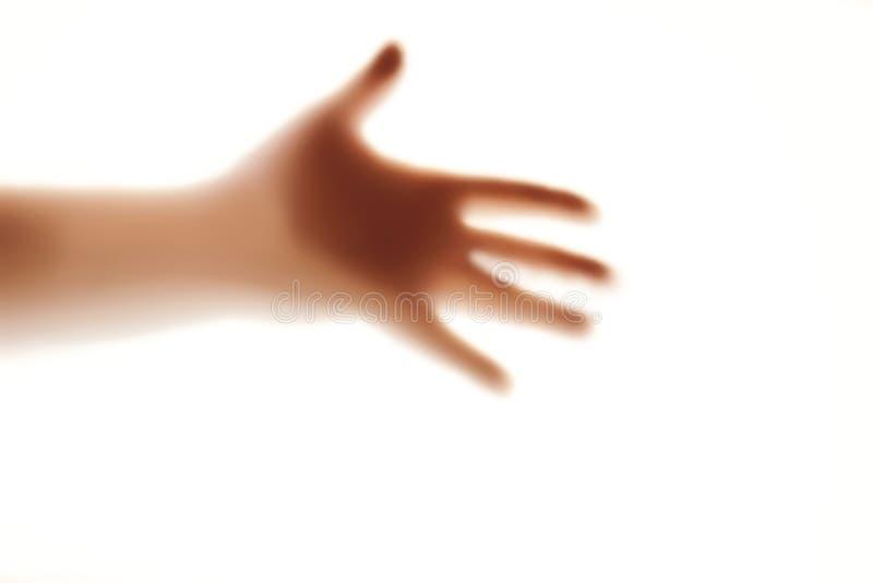 Ανθρώπινο χέρι silhouete στο παγωμένο γυαλί στοκ εικόνα με δικαίωμα ελεύθερης χρήσης