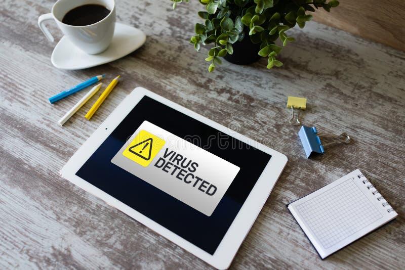 Ανιχνευμένο ιός προειδοποιώντας μήνυμα στην οθόνη Παραβίαση της ασφαλείας Cyber Προστασία δεδομένων Διαδίκτυο και έννοια τεχνολογ στοκ φωτογραφία με δικαίωμα ελεύθερης χρήσης