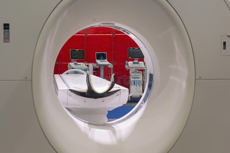 Ανιχνευτής στο υπολογισμένο CT τομογραφίας και άλλο ιατρικό διαγνωστικό εξοπλισμό στοκ εικόνα με δικαίωμα ελεύθερης χρήσης