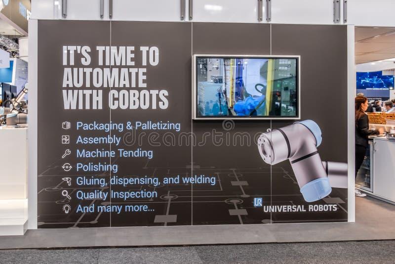 Αννόβερο, Γερμανία - 2 Απριλίου 2019: Τα καθολικά ρομπότ επιδεικνύουν τις νέες καινοτομίες στο Αννόβερο Messe στοκ εικόνες