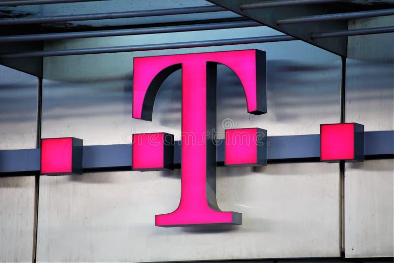 Αννόβερο/Γερμανία - 11/13/2017 - μια εικόνα ενός λογότυπου της TELEKOM στοκ εικόνες με δικαίωμα ελεύθερης χρήσης