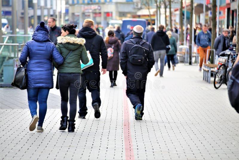 Αννόβερο/Γερμανία - 11/13/2017 - μια εικόνα μιας οδού αγορών στοκ εικόνα