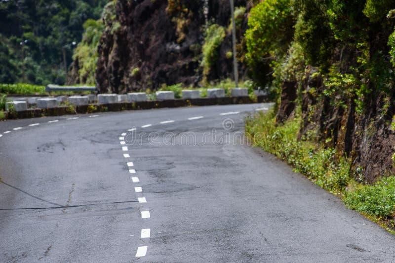 Ανοίξτε το δρόμο ασφάλτου στα βουνά στοκ φωτογραφία