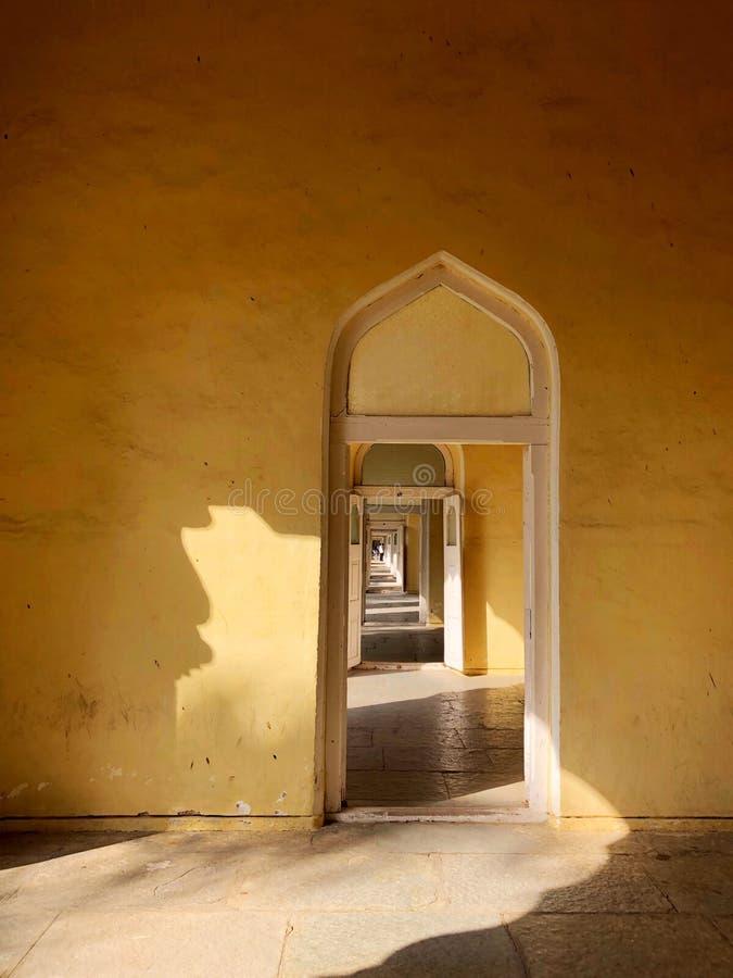 Ανοιγμένες πόρτες στοκ φωτογραφίες