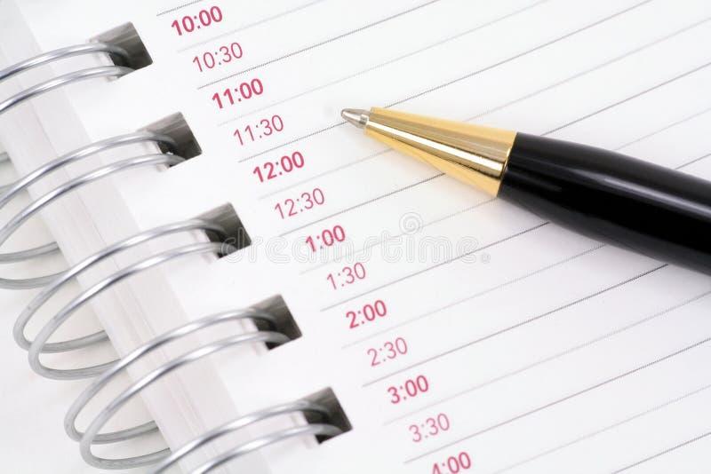 ανοιγμένη σημειωματάριο πέννα στοκ εικόνα με δικαίωμα ελεύθερης χρήσης