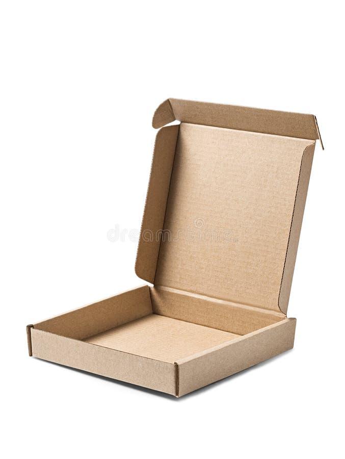 Ανοιγμένο κουτί από χαρτόνι του Κραφτ στο απομονωμένο άσπρο υπόβαθρο Δέμα με το κενό διάστημα για το κείμενό σας Σχέδιο για την π στοκ εικόνες με δικαίωμα ελεύθερης χρήσης