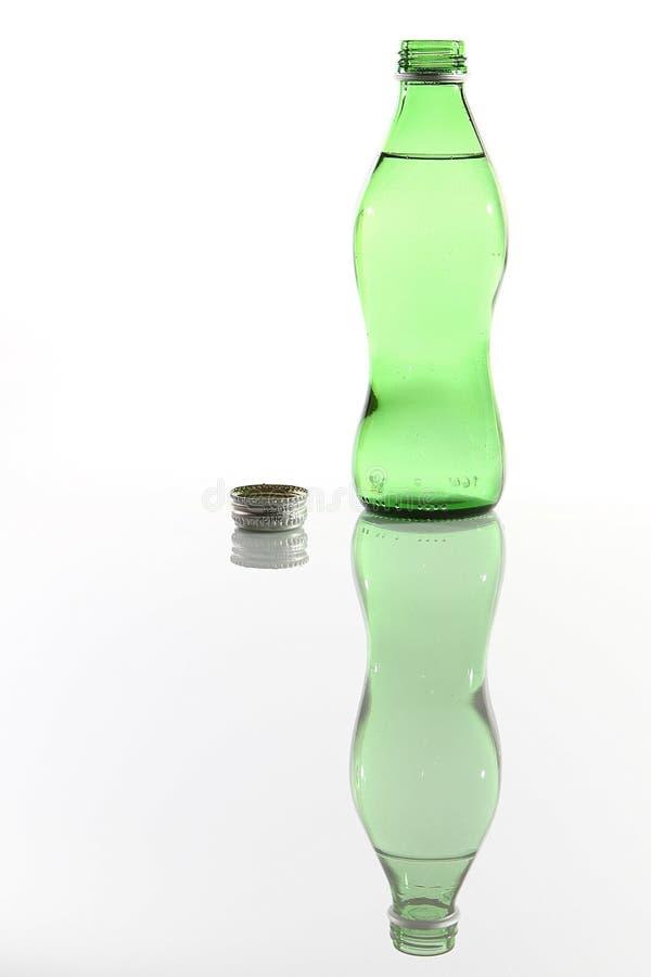 ανοιγμένο μπουκάλι ύδωρ στοκ εικόνες