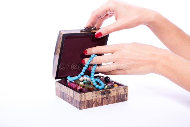 Ανοιγμένο χέρι κιβώτιο γυναικών στοκ εικόνες