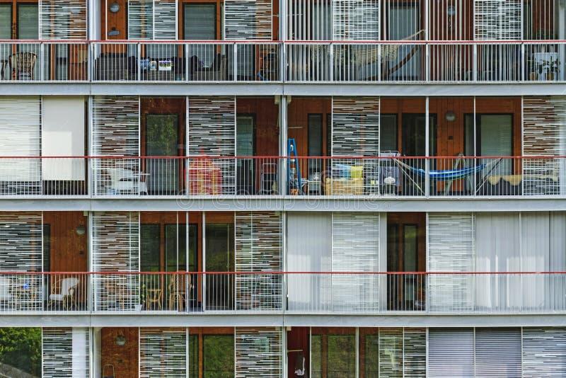Ανοικτά μπαλκόνια στο σπίτι πολυτέλειας στοκ εικόνα με δικαίωμα ελεύθερης χρήσης