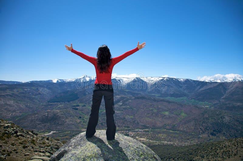 Ανοικτές αγκάλες στην κορυφή στοκ φωτογραφία με δικαίωμα ελεύθερης χρήσης