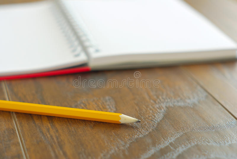 Ανοικτή εκπαίδευση σημειωματάριων μολυβιών στοκ εικόνες