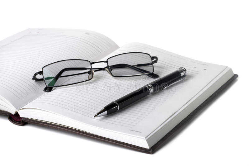 ανοικτή πέννα σημειωματάριων γυαλιών στοκ φωτογραφίες