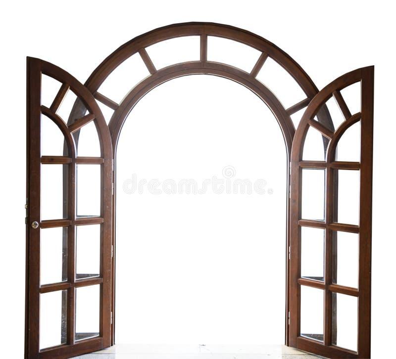 Ανοικτή σχηματισμένη αψίδα ξύλινη πόρτα σε ένα άσπρο υπόβαθρο στοκ εικόνα