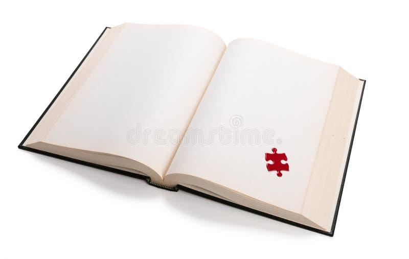 Ανοικτοί βιβλίο και γρίφος στοκ φωτογραφίες με δικαίωμα ελεύθερης χρήσης