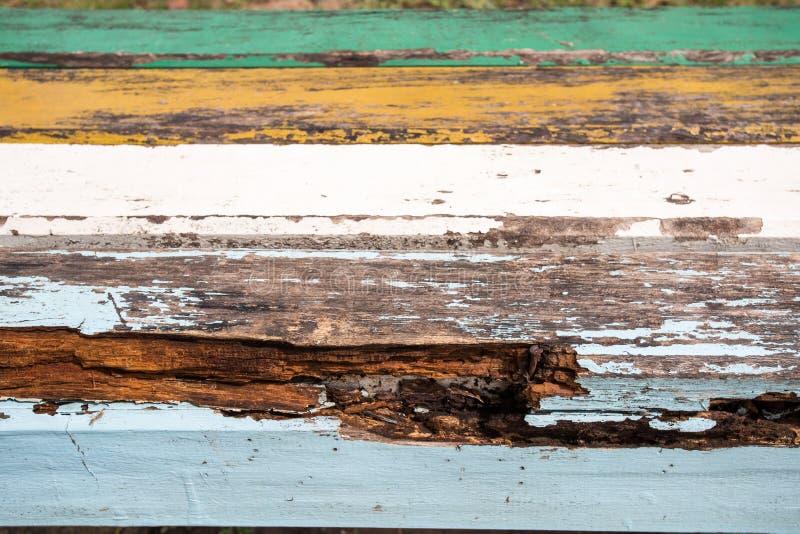 Ανοικτό γκρι αποβάθρα σύστασης ξύλου/driftwood σανίδων ανωτέρω - νερό στοκ φωτογραφία με δικαίωμα ελεύθερης χρήσης