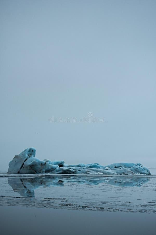 Ανοικτό μπλε παγόβουνο στοκ εικόνες