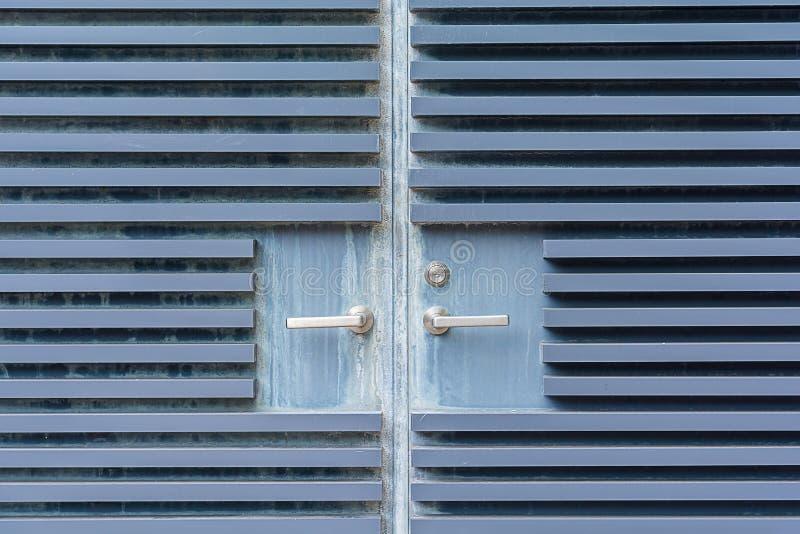 Ανοικτό μπλε παλαιές υπόβαθρο και σύσταση πορτών χάλυβα στοκ φωτογραφία με δικαίωμα ελεύθερης χρήσης