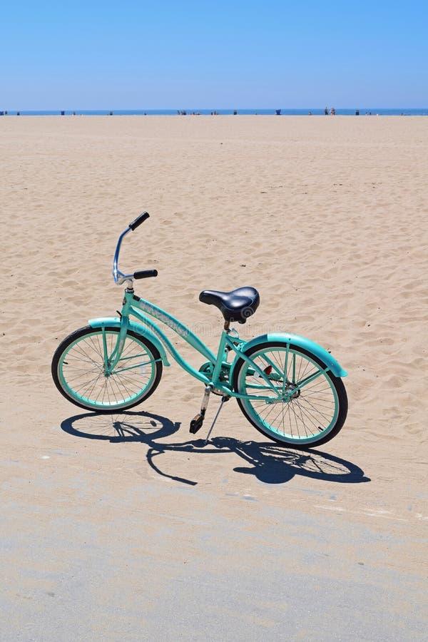 Ανοικτό μπλε ποδήλατο στοκ εικόνες