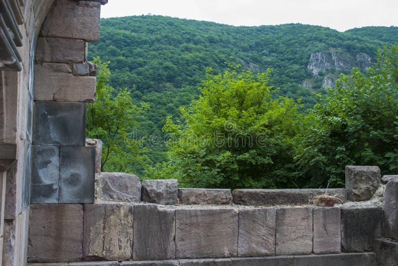 Ανοικτό παράθυρο Vahanavank μοναστικό σύνθετο κοντινό Kapan, επαρχία Syunik της Δημοκρατίας Αρμενία στοκ εικόνες με δικαίωμα ελεύθερης χρήσης