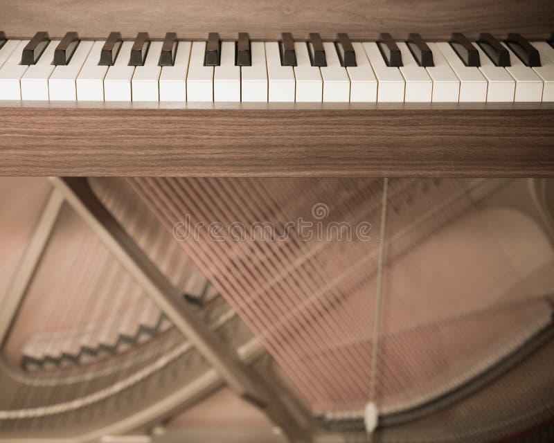 ανοικτό πιάνο στοκ εικόνα με δικαίωμα ελεύθερης χρήσης