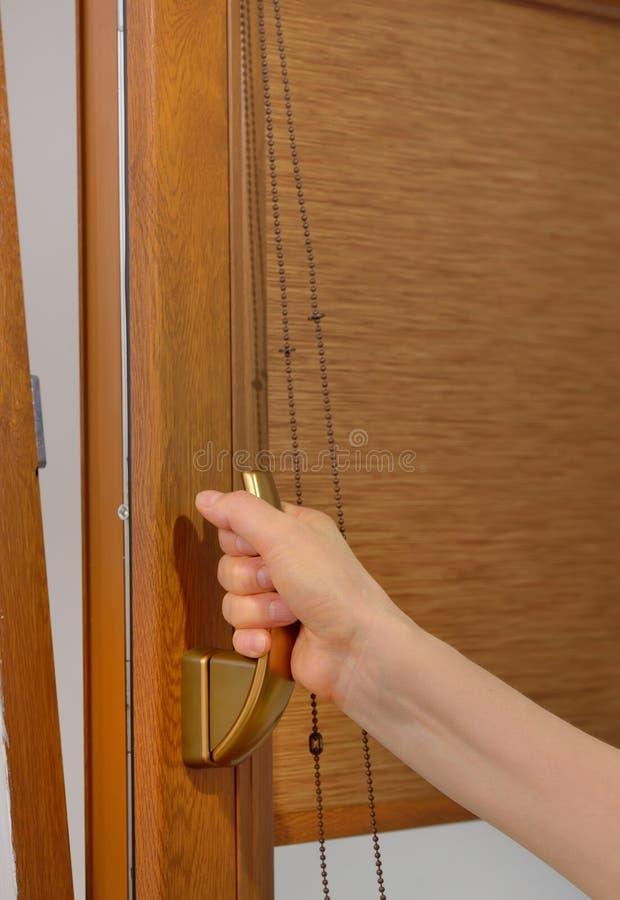 Ανοικτό πλαστικό παράθυρο βραχιόνων στοκ εικόνες