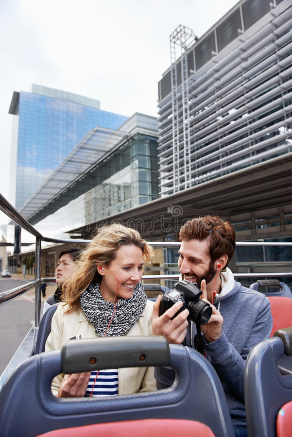 Ανοικτό τοπ ζεύγος λεωφορείων στοκ φωτογραφία με δικαίωμα ελεύθερης χρήσης