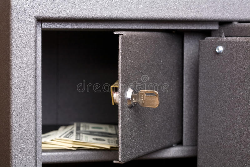 ανοικτό χρηματοκιβώτιο π&omic στοκ φωτογραφία