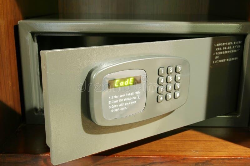 ανοικτό χρηματοκιβώτιο στοκ εικόνα με δικαίωμα ελεύθερης χρήσης