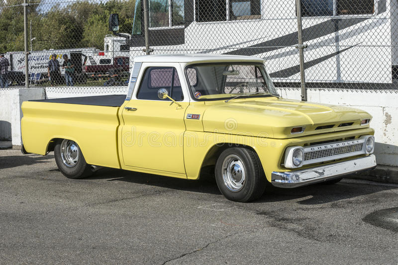 ανοιχτό φορτηγό κίτρινο στοκ εικόνες