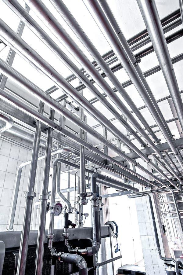 Ανοξείδωτοι σωλήνες στο εργοστάσιο στοκ εικόνες με δικαίωμα ελεύθερης χρήσης