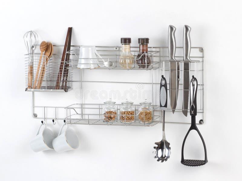 Ανοξείδωτο ράφι με το εργαλείο κουζινών στοκ φωτογραφία με δικαίωμα ελεύθερης χρήσης