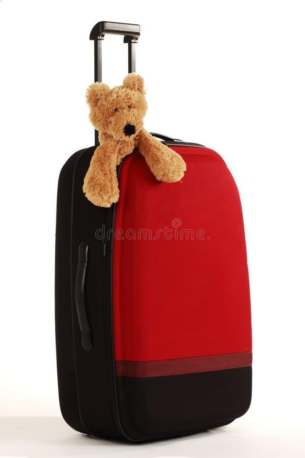 αντέξτε τη μακριά βαλίτσα λαβών teddy στοκ φωτογραφία