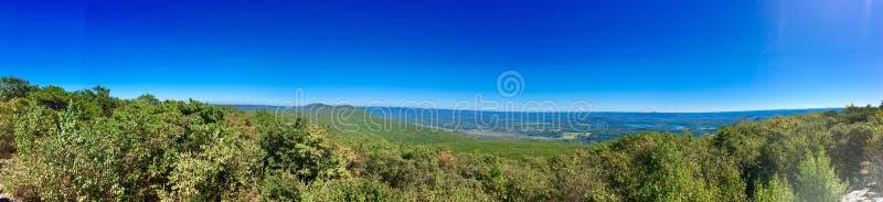 Αντέξτε τις θέες βουνού στοκ φωτογραφία με δικαίωμα ελεύθερης χρήσης