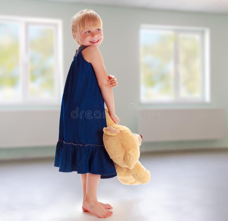 αντέξτε το κορίτσι λίγα teddy στοκ εικόνα με δικαίωμα ελεύθερης χρήσης