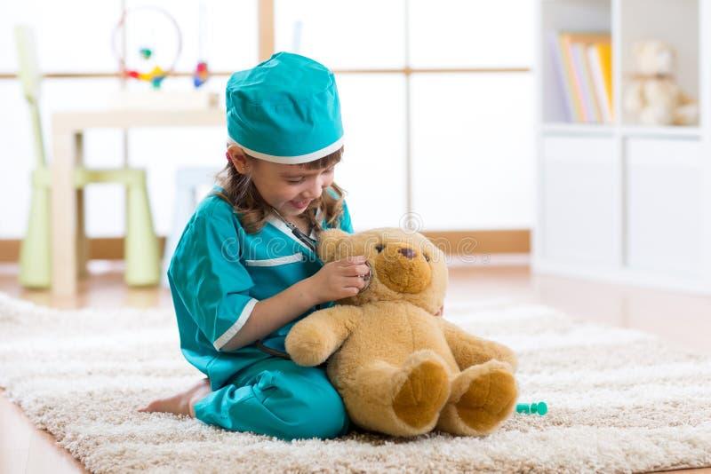 αντέξτε το κορίτσι γιατρών &l στοκ εικόνες με δικαίωμα ελεύθερης χρήσης