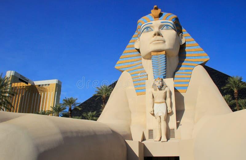 Αντίγραφο μεγάλου Sphinx Giza, του ξενοδοχείου Luxor και της χαρτοπαικτικής λέσχης σε Las Β στοκ εικόνα