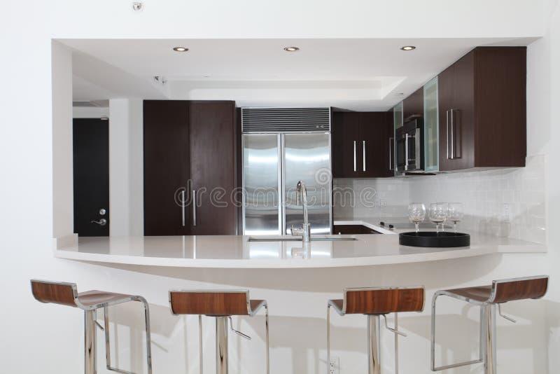 αντίθετα σκαμνιά κουζινών στοκ φωτογραφίες