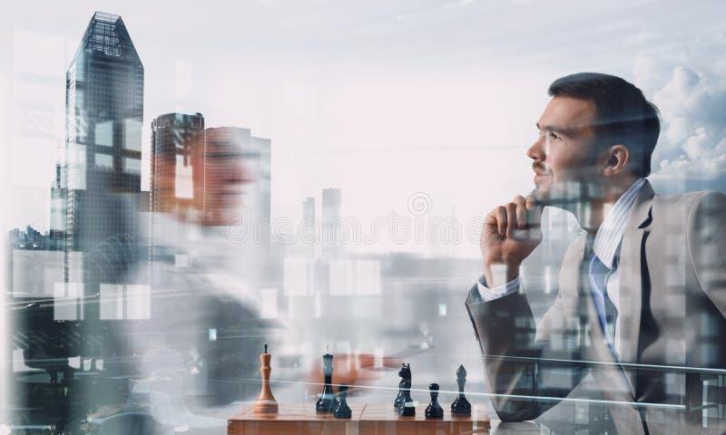 Ανταγωνισμός και στρατηγική στην επιχείρηση Μικτά μέσα στοκ εικόνες