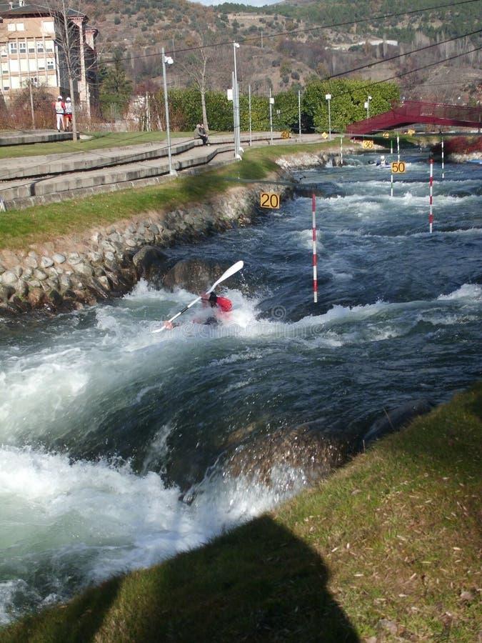 Ανταγωνισμός κωπηλασίας σε κανό στο ολυμπιακό channe στοκ εικόνες