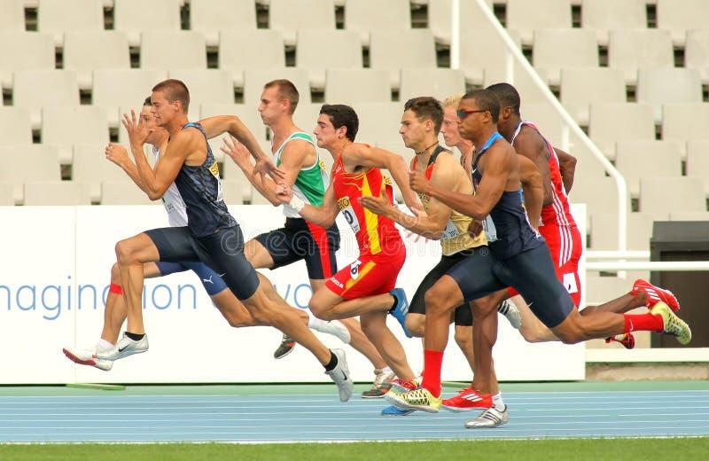 Ανταγωνιστές στην έναρξη 100m στοκ φωτογραφία